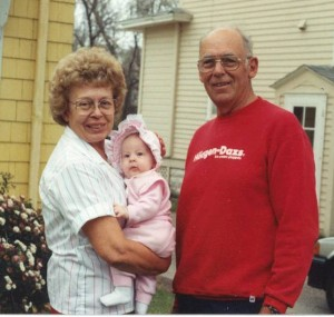 1991Oct-Hannah&Grandparents